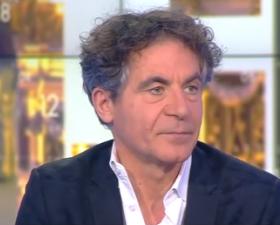 """Etienne Klein présente """"Matière à contredire"""" sur le plateau de CNews"""
